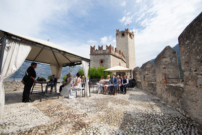 Colourful weddings in Malcesine Castle, Lake Garda