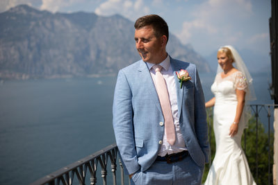 Groom is a poser on balcony of Malcesine Castle