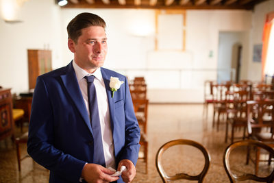 Groom in Garda Town Hall waiting for his bride.