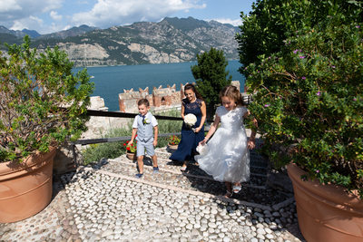 Happy kids & happy bride on the terrace of Malcesine