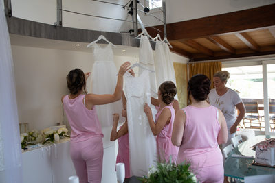Bride & bridesmaids getting dressed for the Castle