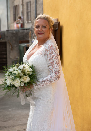 Beautiful bridal bouquet on Lake Garda in Malcesine