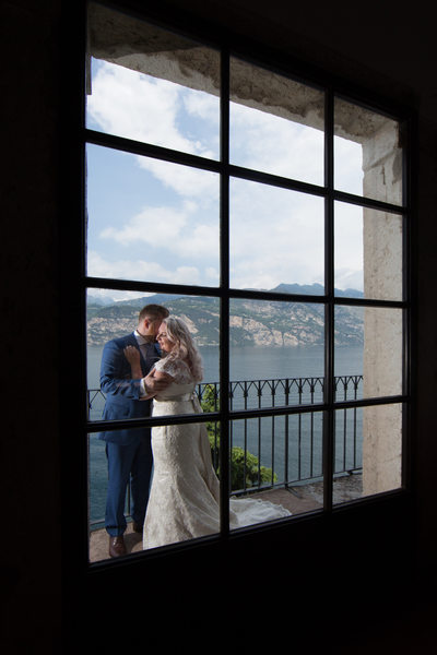Dreamy weddings  with a view on Lake Garda.