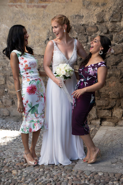 Wedding photos with friends in Malcesine Castle