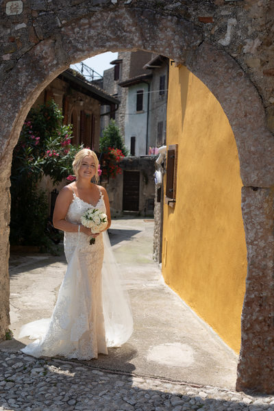 Exquisite wedding photography of a bride in Malcesine,Italy