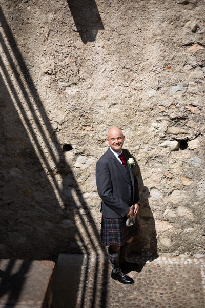 Scottish groom in Malcesine castle on his wedding day
