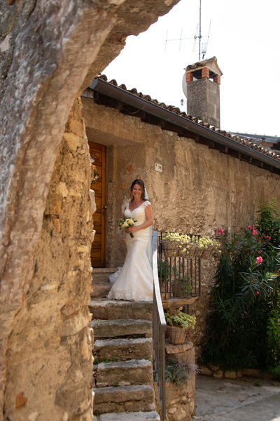 Kate ready to go and get married in Malcesine