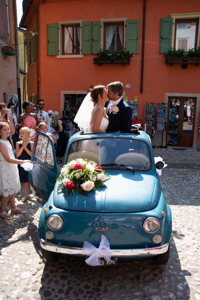 Superb, happy couple in the blue fiat 500 Malcesine