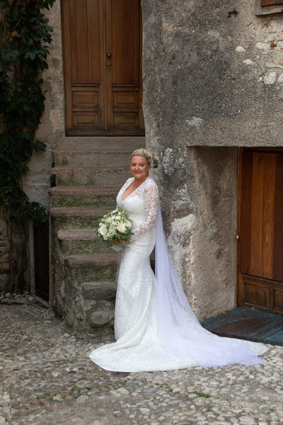 Fab dress for a beautiful bride in Malcesine Castle