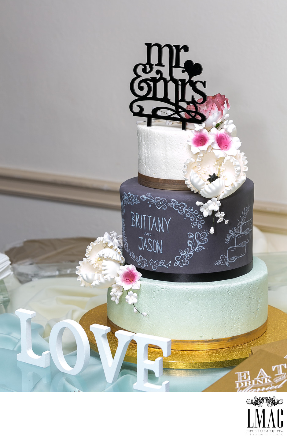 Gorgeous Wedding Cakes Make for Beautiful Wedding Photography
