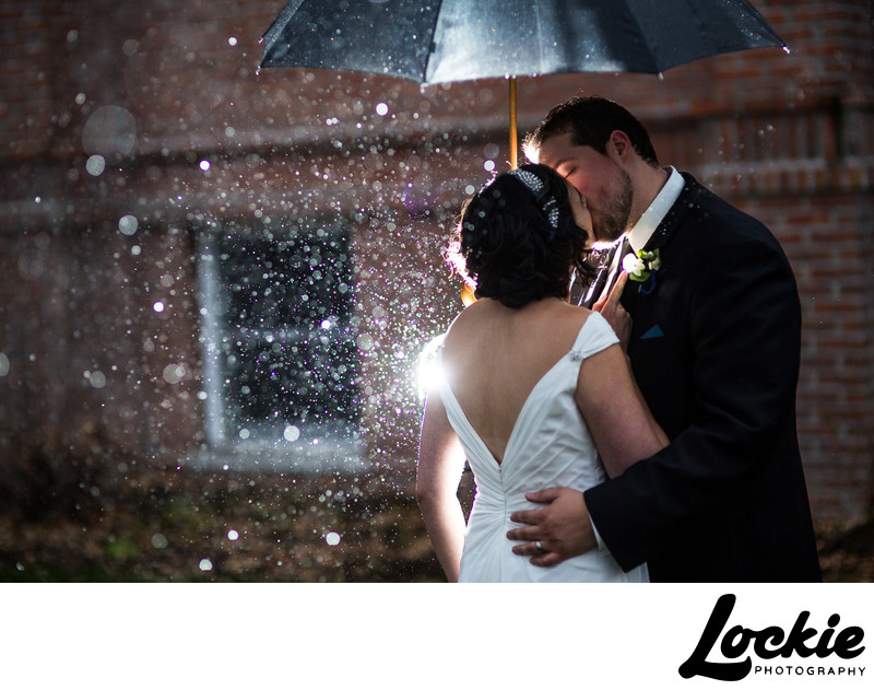 Montana photographer wedding pictures in the rain