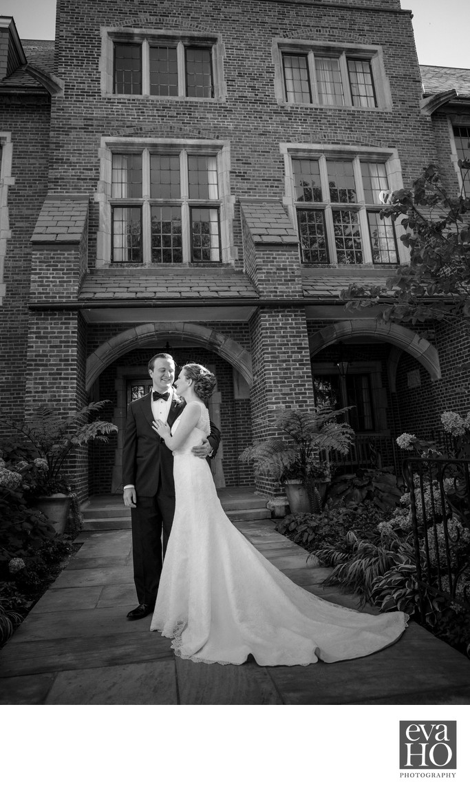 Black and White University of Chicago Wedding Photo