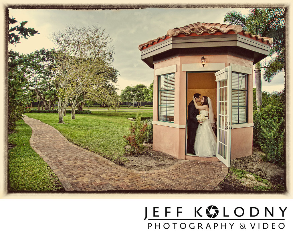Bride and Groom wedding picture taken in Boca Raton