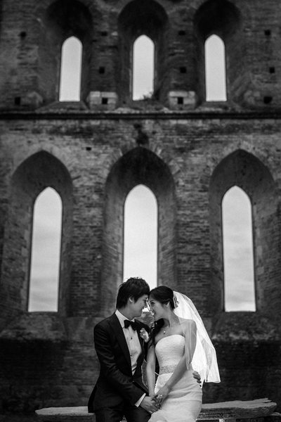 Italy Destination Wedding, bride and groom session