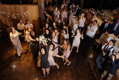 Great Wedding bouquet toss