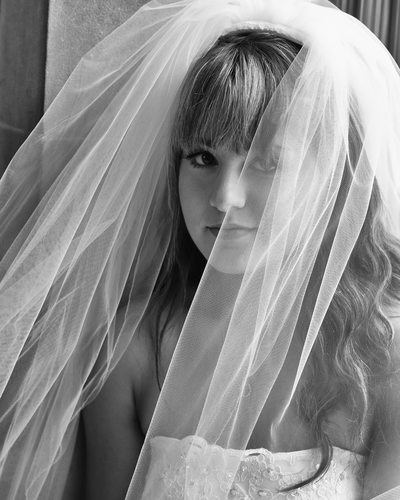 bride framed veil portrait photographer at city hall