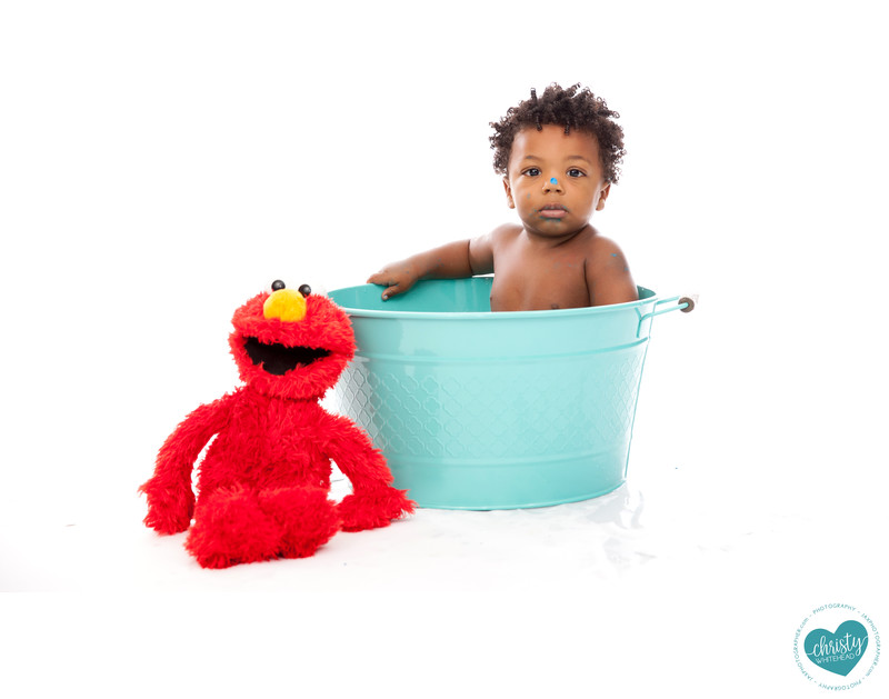 Elmo bath tub session