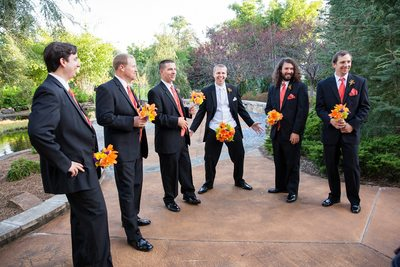 Guys having wayyyyy too much fun with wedding flowers