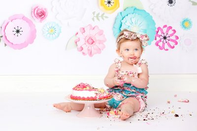 Little flowers tongue out cake smash