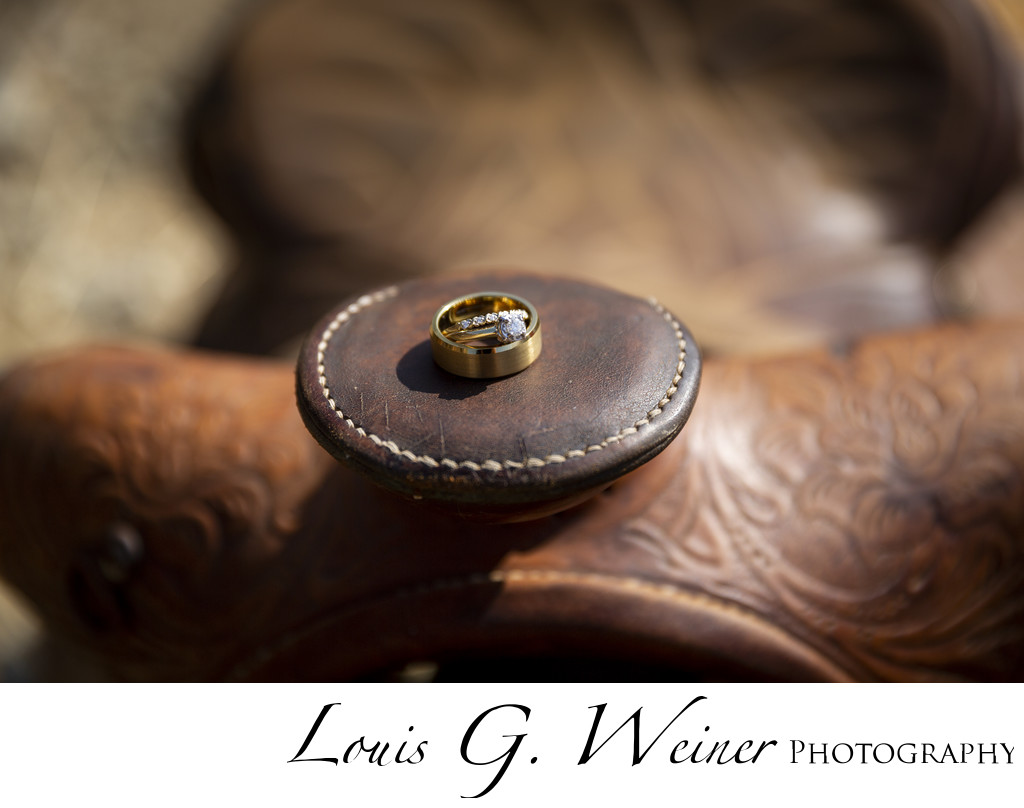 Wedding rings Western style with a saddle