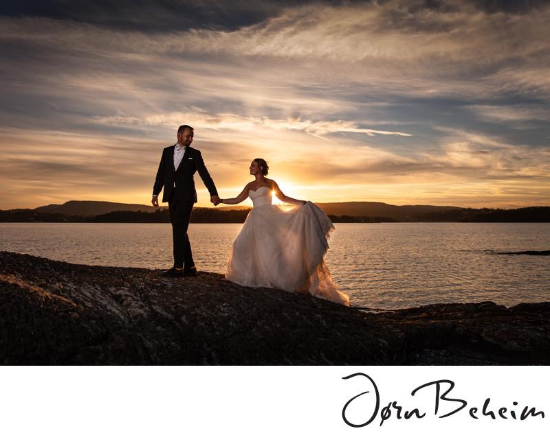 2c17e794 Bryllupsbilde i solnedgang i Oslofjorden