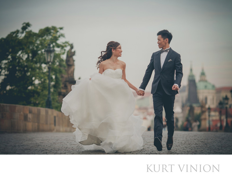 Charles Bridge pre wedding portraits Prague