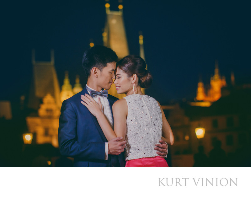 Romantic Charles Bridge pre wedding portrait at night