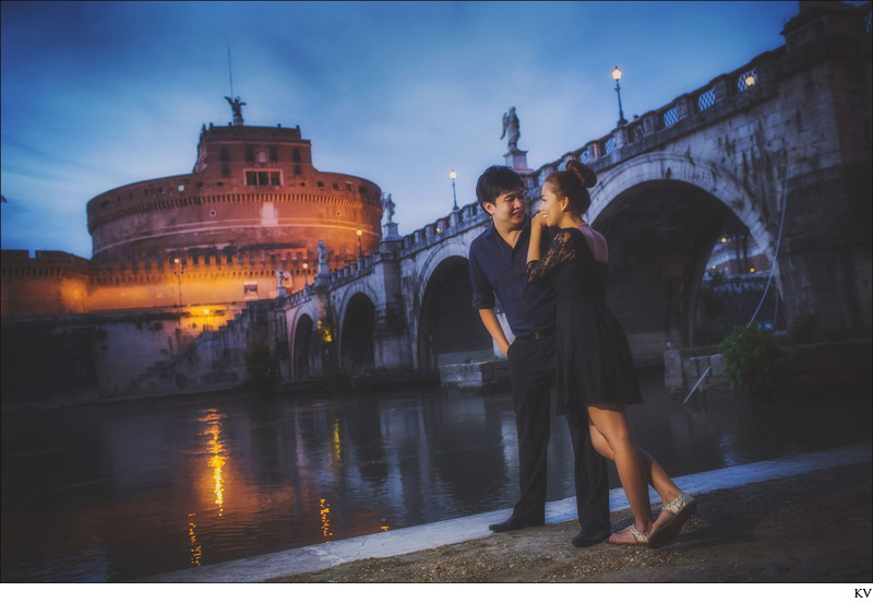 Rome pre wedding night photo at Castel Sant Angelo
