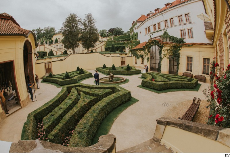 K+M (UK) Vrtba Garden destination wedding in Prague 9