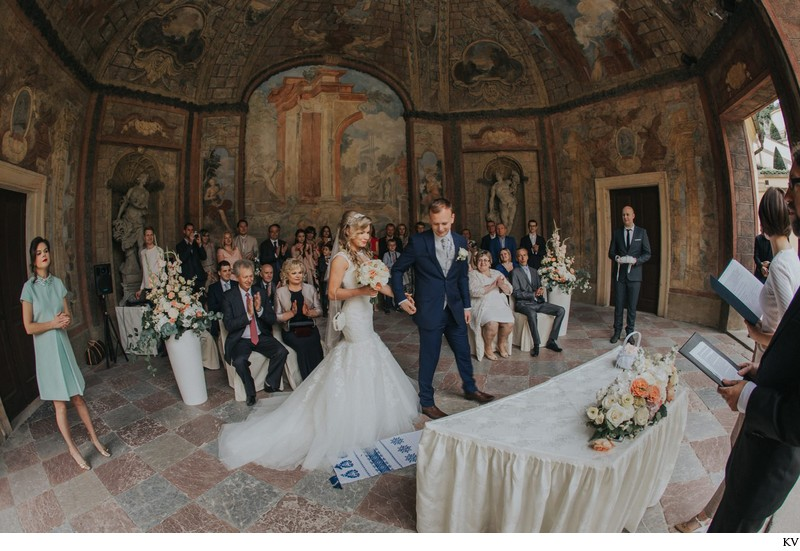 K+M (UK) Vrtba Garden destination wedding in Prague 15