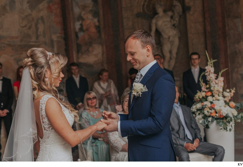 K+M (UK) Vrtba Garden destination wedding in Prague 22