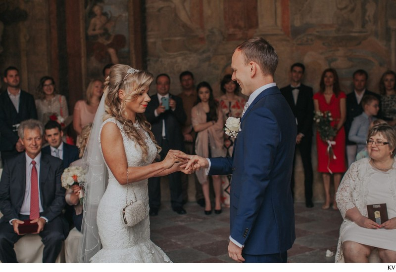 K+M (UK) Vrtba Garden destination wedding in Prague 25