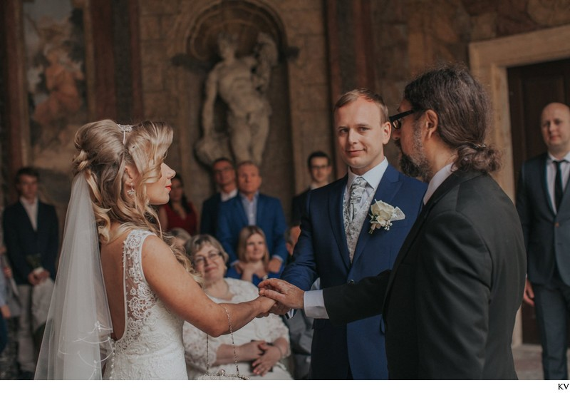 K+M (UK) Vrtba Garden destination wedding in Prague 26