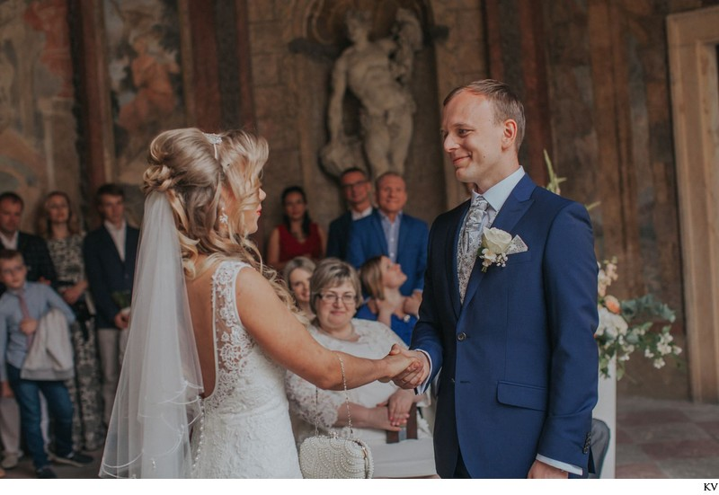 K+M (UK) Vrtba Garden destination wedding in Prague 27