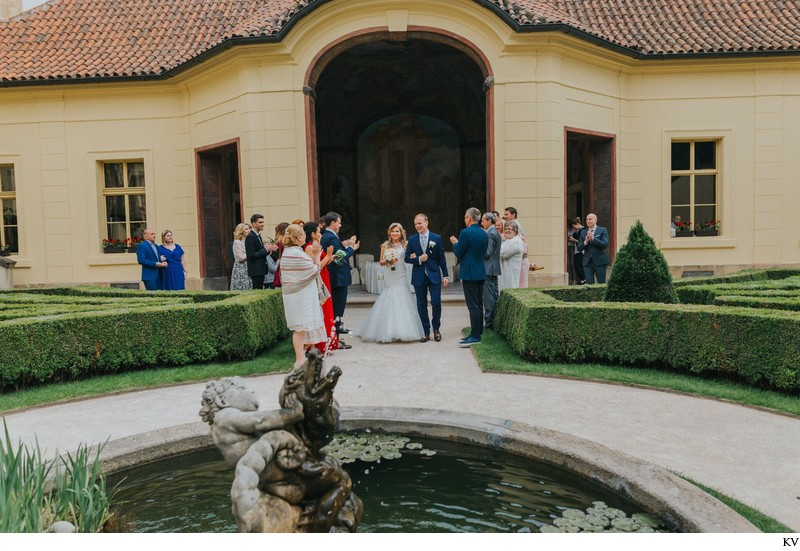 K+M (UK) Vrtba Garden destination wedding in Prague 33