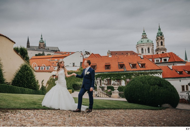 K+M (UK) Vrtba Garden destination wedding in Prague 42