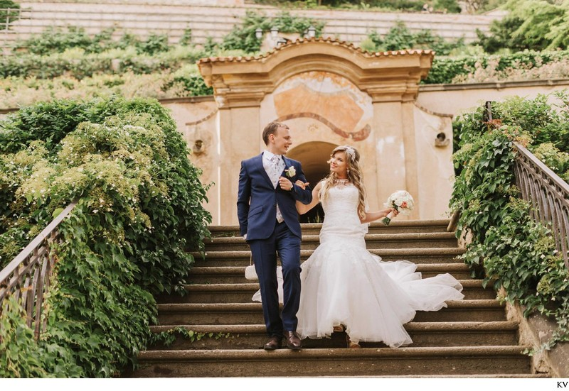 K+M (UK) Vrtba Garden destination wedding in Prague 82