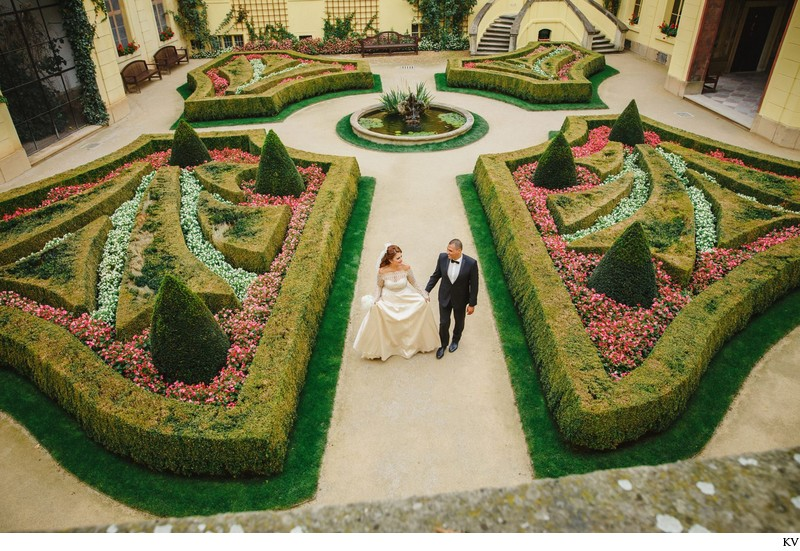 Prague destination wedding at the Troja Chateau 64