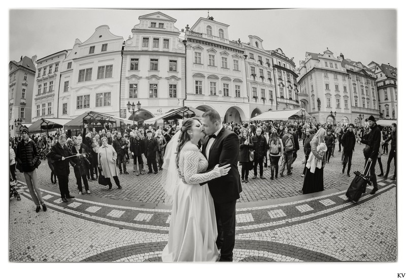 Prague destination wedding at the Troja Chateau 81
