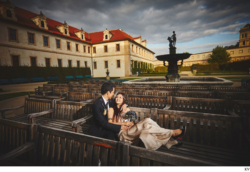 Prague Wallenstein Garden beautiful photo young couple
