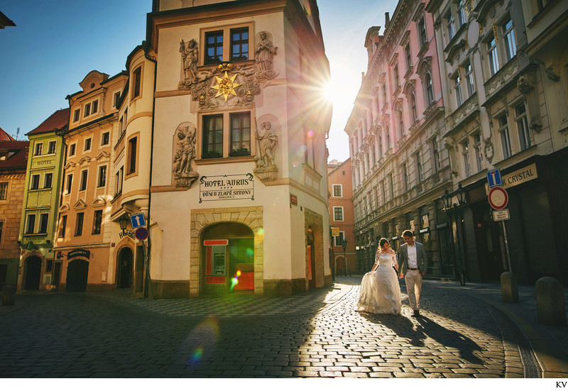 the sun leads the way for our Prague pre wedding couple