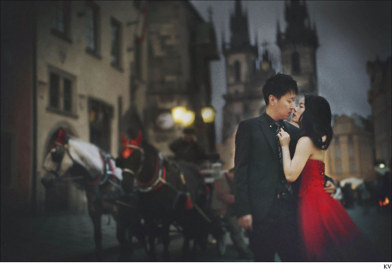 D&L (China) Old Town Square pre wedding portrait Prague