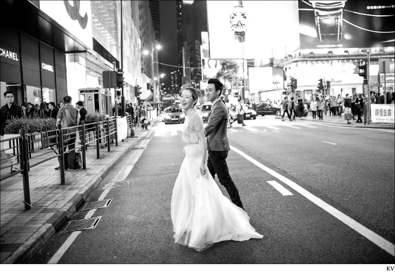 walking hand in hand in Hong Kong pre-wedding reportage