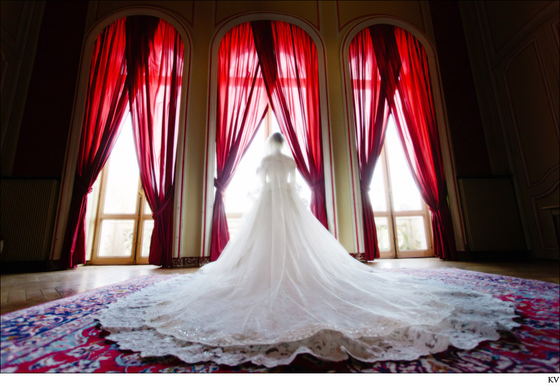 the bride at the Chateau Esclimont