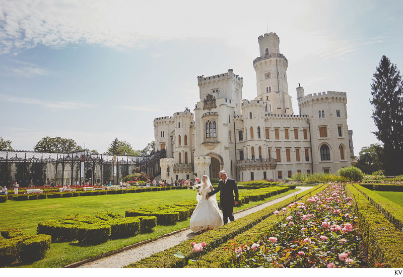 Bride & father Castle Hluboka nad Vltavou wedding