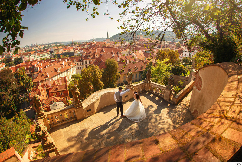 dancing under Prague Castle - golden light pre-wedding