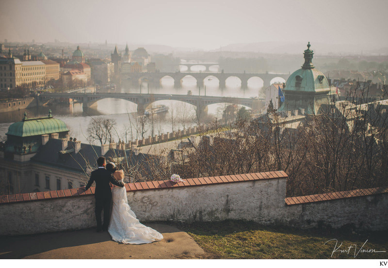 Prague winter wedding photography Suki & Steven
