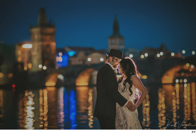 W+N incredible wedding portrait Charles Bridge at night