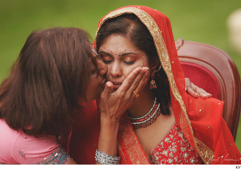 Mothers kiss for the bride Indian wedding Prague