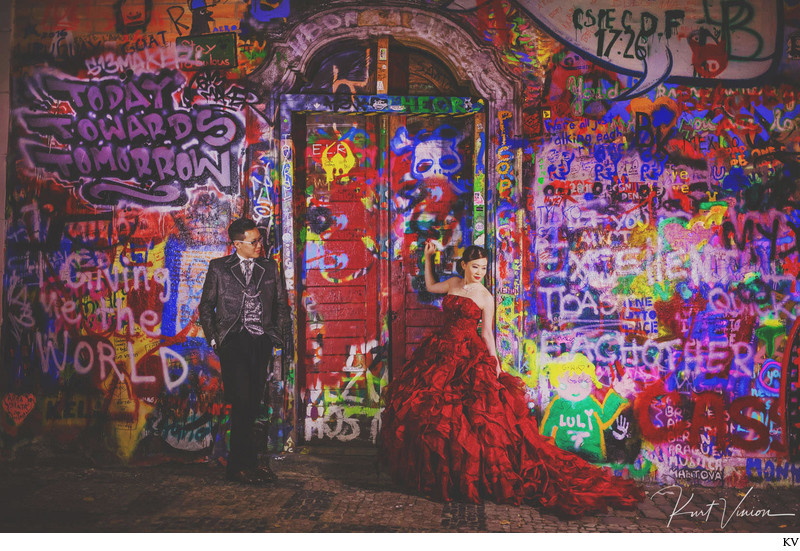 John Lennon Wall bride in Red